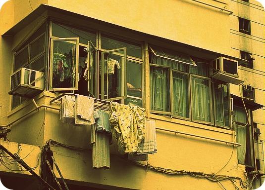 Panni stesi ad asciugare in condominio limiti e for Balconi condominio